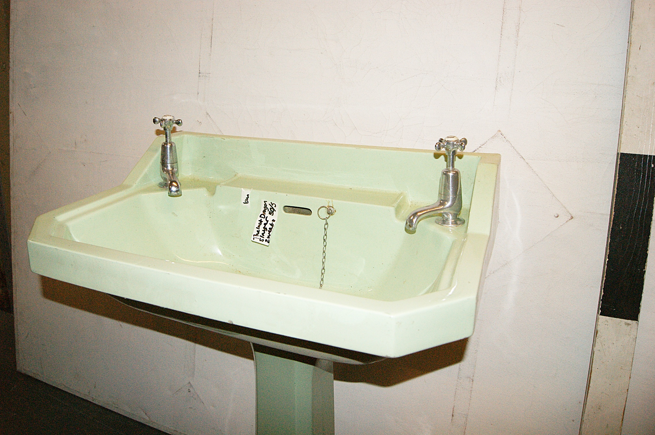 0011021 Art Deco Sink And Stand / Green ( H 90cm X 69 X 50 )   Stockyard  Prop And Backdrop Hire