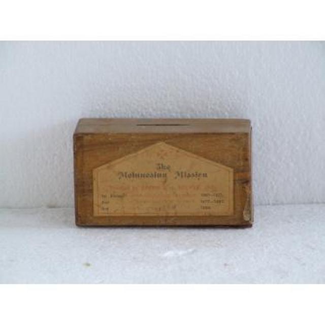 Farnham Castle Wood Donation Box 89Mm X 153Mm