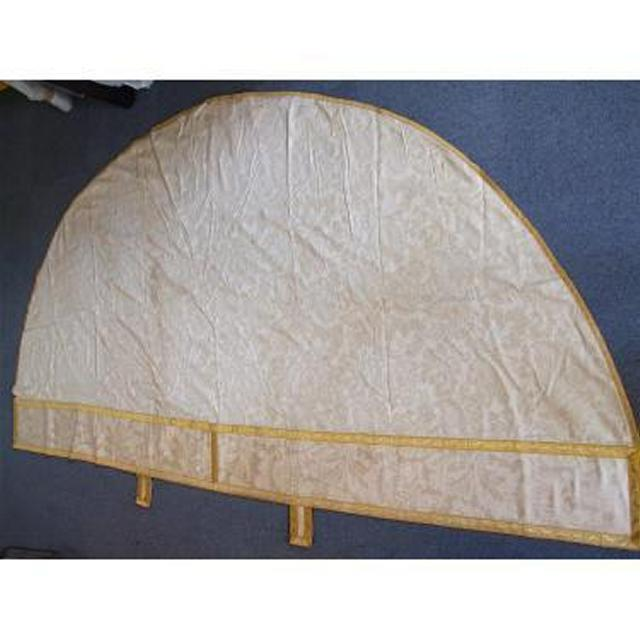 Cream Damask Altar Cloth With Gold Braid And Damask ButtonsLarge