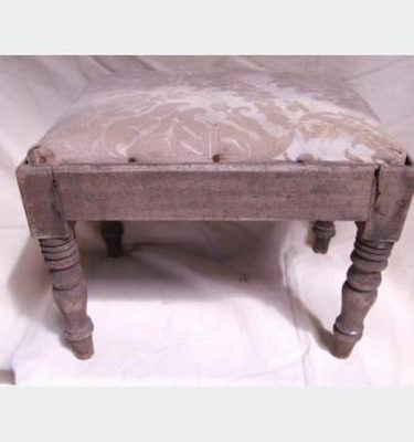 Kneeling Stool With Embroided Upholstery 270X370X280