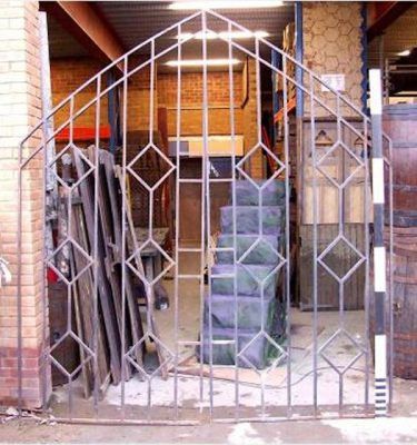 Metal Gates1 Pair Diamond Pattern 2880X2240 Arch Spring 1960