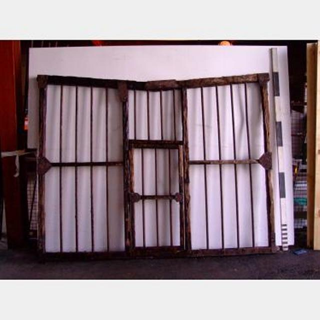 Cage Wooden Irregular Shape Panels Complete With Top 2100H X 2900