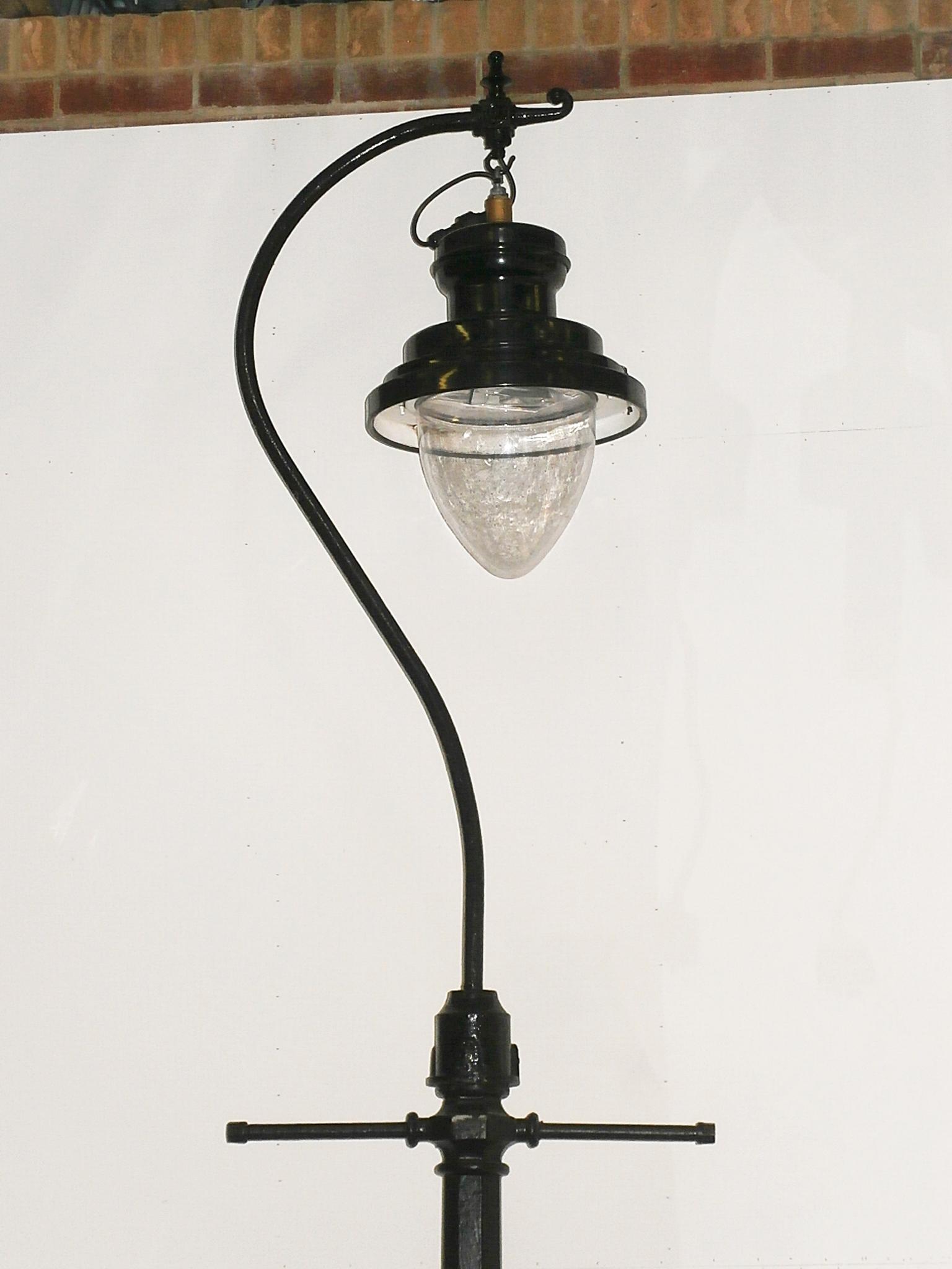 2500055 Swan Neck Victorian Street Lamp H 4220mm X